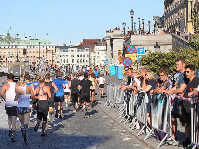 Loepere_passerer_slottet_etter_13km_A20G3887.jpg