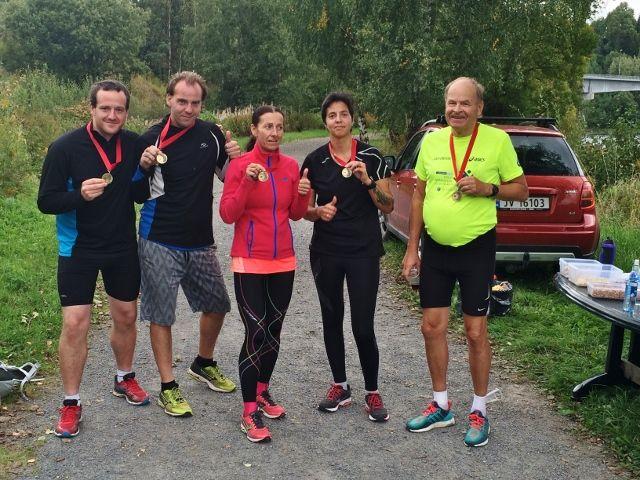 Titina og andre deltagere i det første Cannonball maraton på Jevnaker.