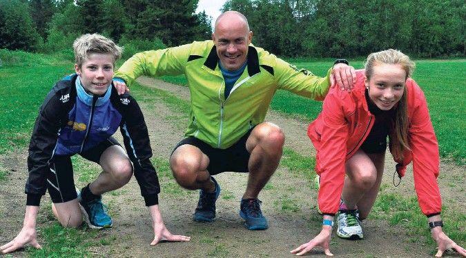 Sigurd Frengstad og Mali Moan Bjørshol sammen med Vebjørn Rodal da den olympiske mesteren på 800 m trente de talentfulle kviknedølene i fjor sommer. (Foto: Terje Hylen/Østlendingen)