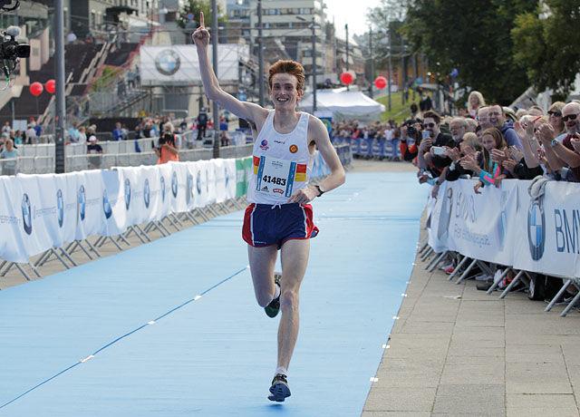 Marius Vedvik vant Oslo Maraton, han var også raskest etter aldersomrgningen (foto: Per Inge Østmoen).
