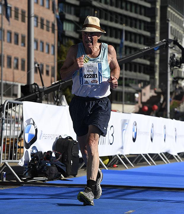 maraton-mann-med-hatt_D5N3915.jpg