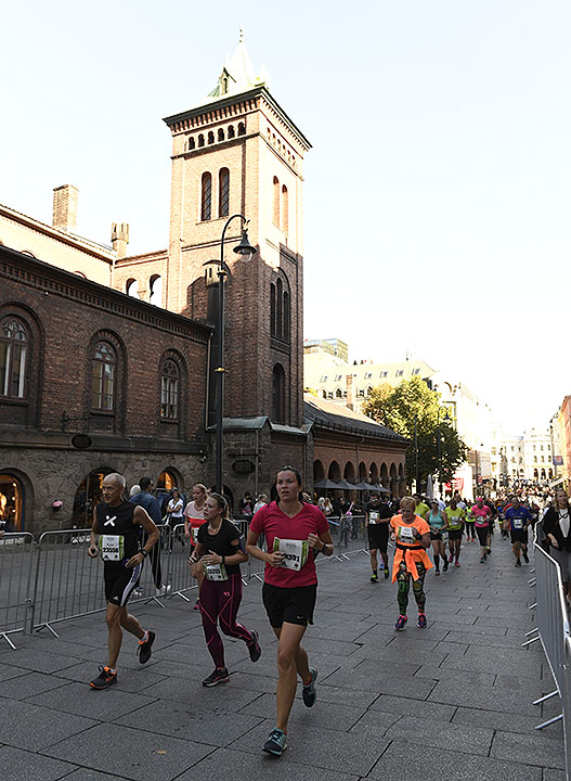 halvmaraton-karl-johan_D5N4170.jpg