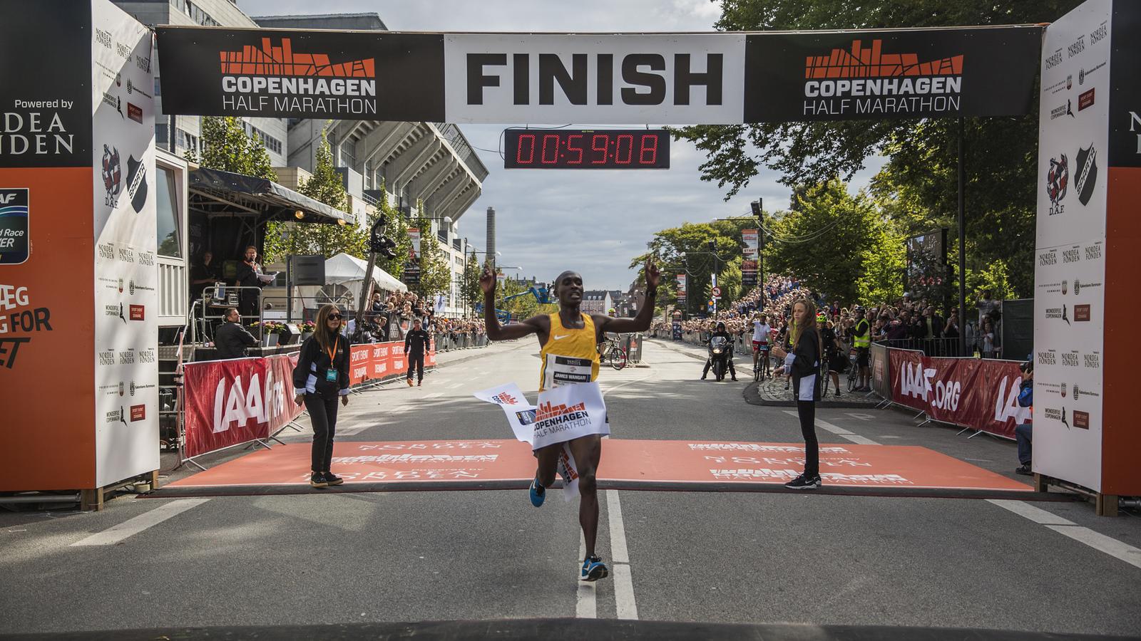 Copenhagen Half Marathon 2016 - winner James Mwangi Wangari x.jpg