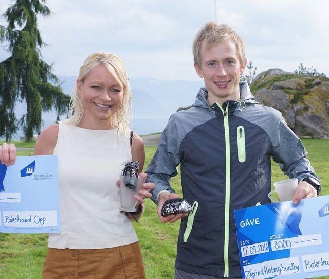 May Britt Buer og Øyvind Heiberg Sundby var raskest opp til toppen av Raudmelen (arrangørfoto).