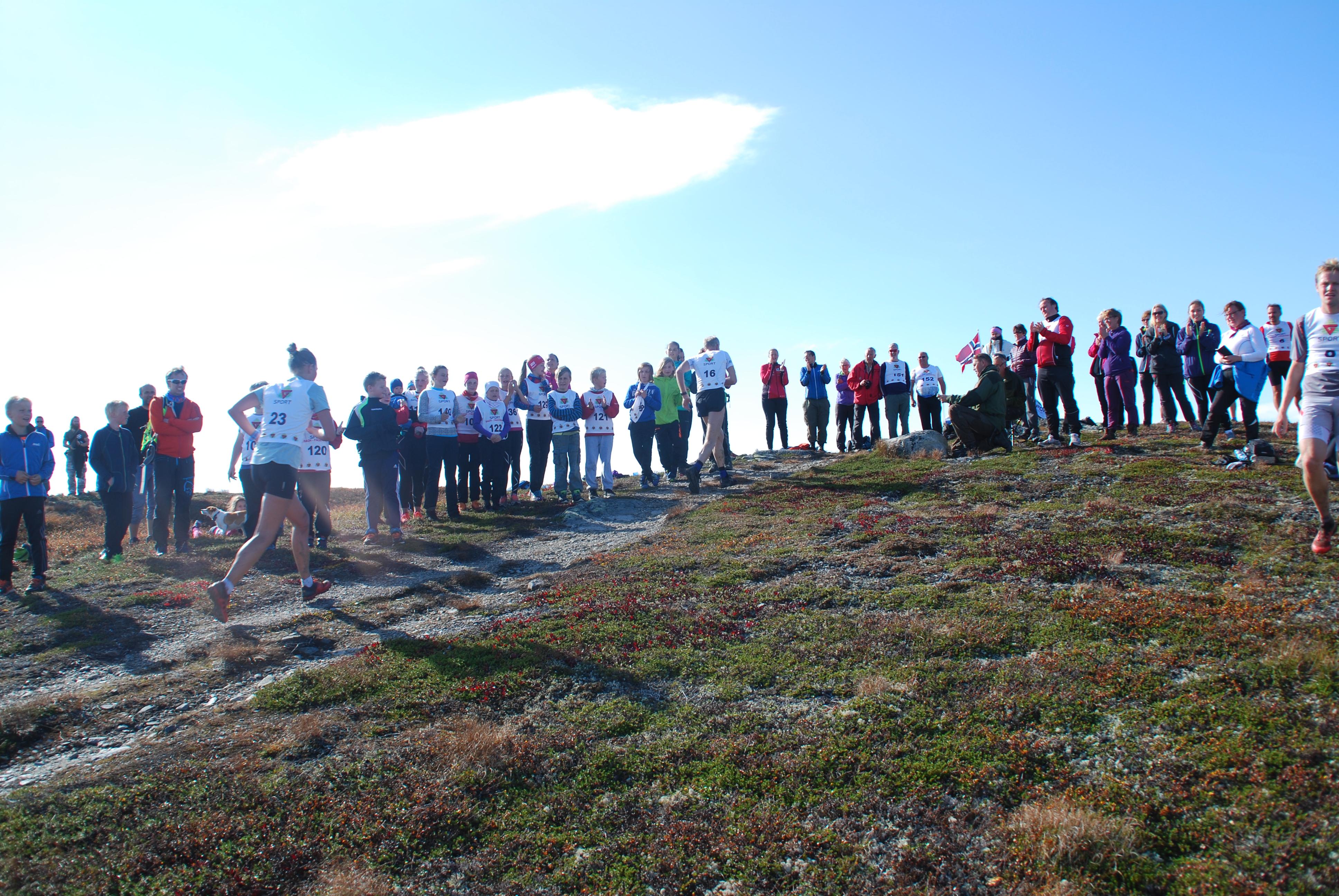 16.09.17 Bjødalskampen OPP - Mange trimmere på toppen.jpg
