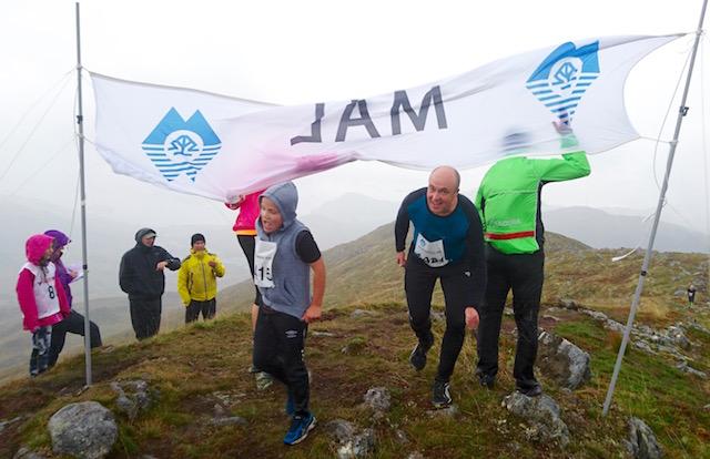 Tobias Jøsok og Jan-Helge Langberg i mål.jpg