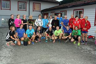 Tradisjonen tro ble det delt ut roser til alle deltagerne på tid under sesongens siste løp. Her er