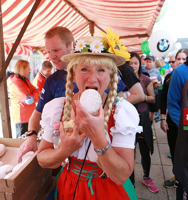 Tysk_dame_med_bolle_AZ3T3170.jpg