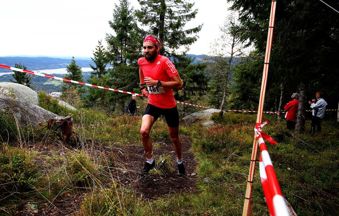 Sindre Buraas like før målgang på toppen av Rognstadkollen (foto: Bjørn Hytjanstorp).