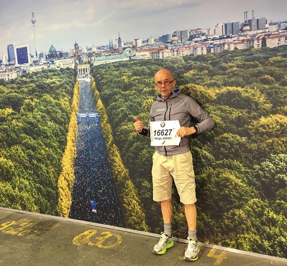 Veteran: Helge Fuglseth fotografert med startfeltet og Tiergarten i bakgrunnen. Helge er en av flere norske løpere som kan få en god plassering i veteranklassene. (Foto: privat)