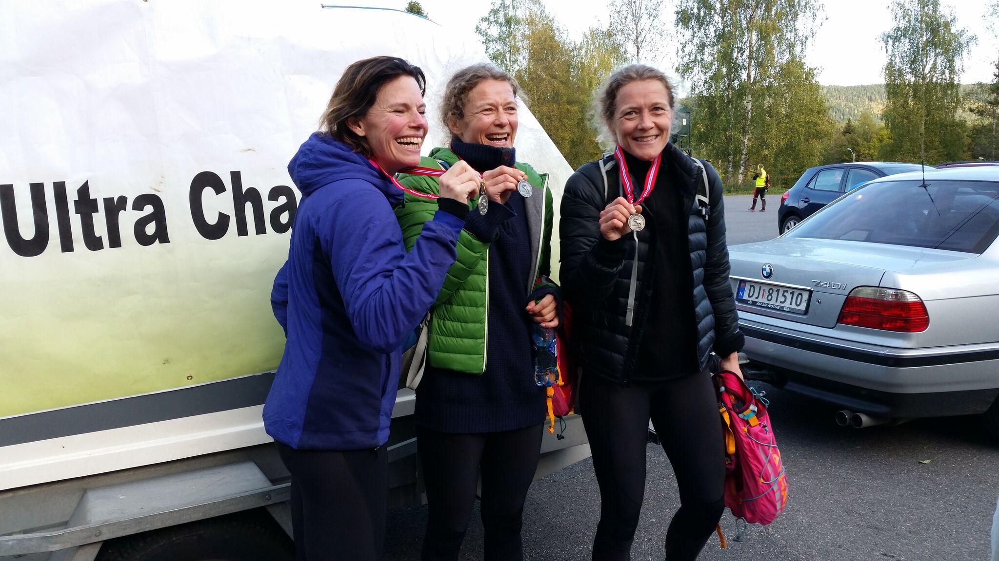 Tre_glade_kvinner-54-eller-26.jpg