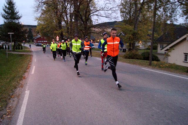 Gard Ringstad i tet fra start i årets første løp i Snøkuten. (Foto: Stein Arne Negård)