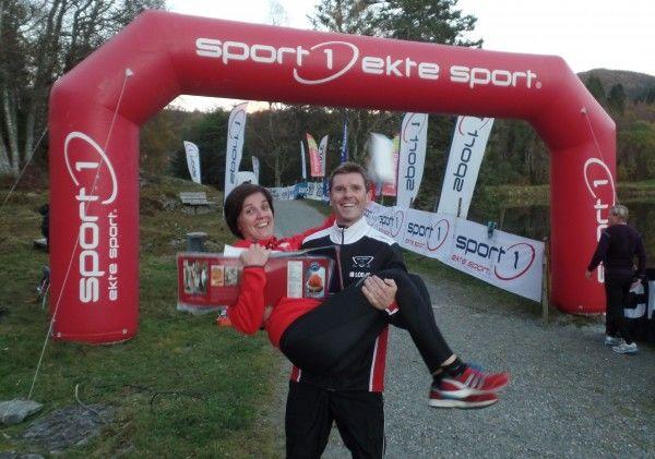 Kveldens vinnere, Anette Fitje og Bjarte Vik. (Foto: Arrangøren)