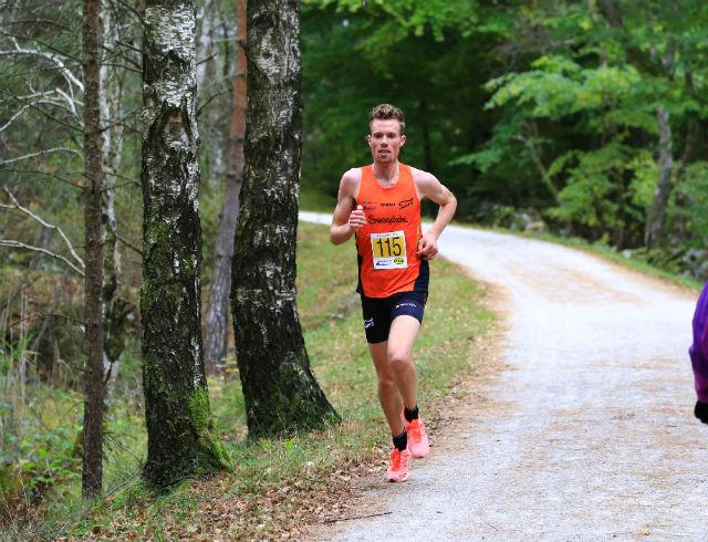 Ørjan Grønnevig løp i ensom majestet inn til ny løyperekord i Kystløpet.              Foto: Kjetil Bentsen.