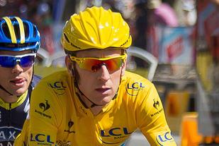 Bradley Wiggins vann Tour de France i 2012. Kort tid før rittet byrja, fekk han innvilga medisinsk fritak (TUE) til å bruke ein svært så potent dopinglista medisin (corticosteroids triamcinolone). (Foto: Wikipedia)