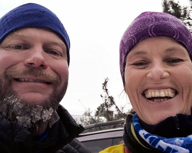Is i skjegget for Hans Olav Stensli og 42 km i bonus for både han og kona Sølvi Stensli på Jevnaker lørdag (Foto: Privat)