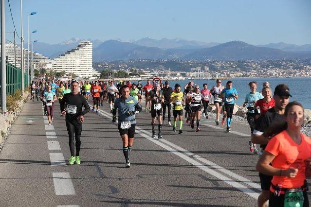 Fra årets Marathon des Alpes-Maritimes, Nice-Cannes som gikk under gode løpsforhold med forholdsvis kjølig vær (Arrangørfoto).