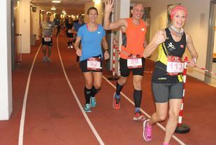 Marit Imset foran Neil Dryland og Heidi Grønvoll i 2016-utgaven av 24-timersløpet. To av dem er påmeldt også til årets løp. (Foto: Olav Engen)