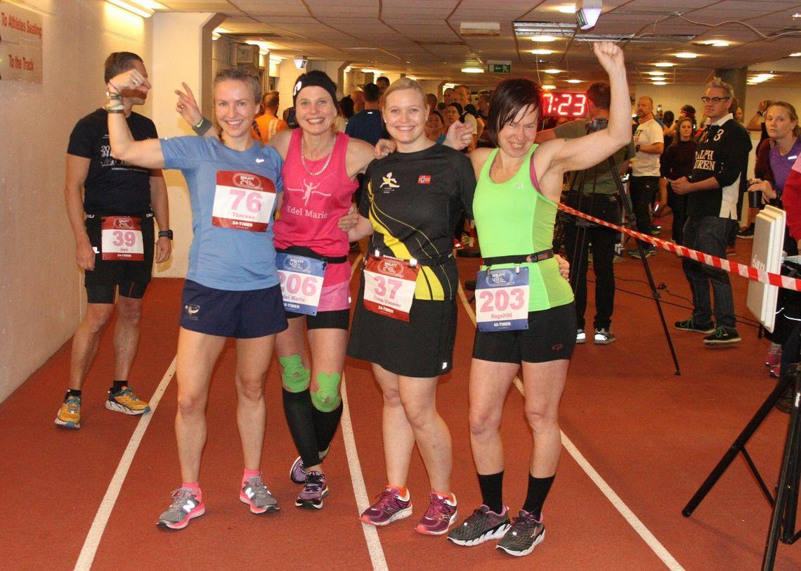 Glade jenter 2 minutter før start: Therese Falk (24-timers), Edel Marie Storaunet (48-timers), Tone Yvonne Killengreen (24-timers) og Ragnhild Audestad (48-timers). Foto: Olav Engen