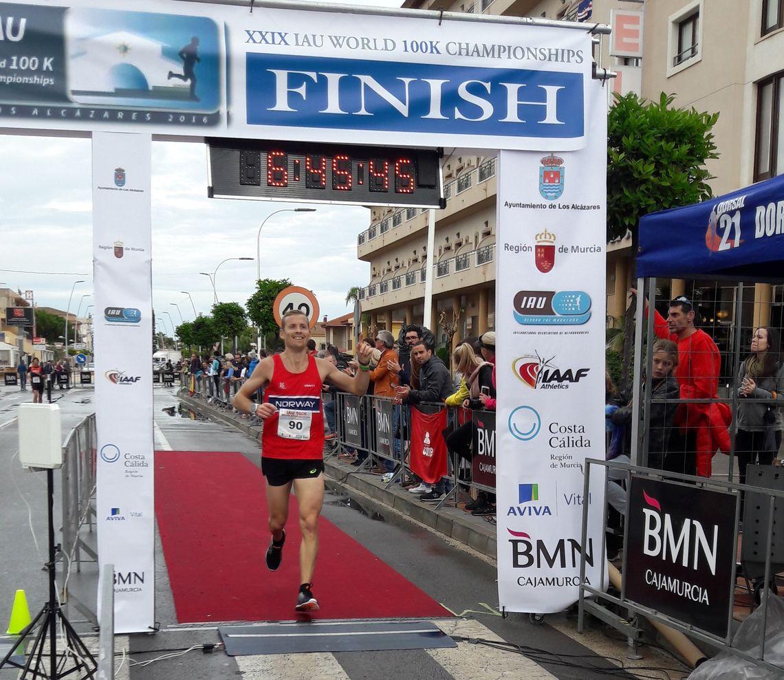 Didrik Hermansen løper inn til 15. plass i VM og ny norsk rekord i VM 100 km i spanske Los Alcazares i 2016.
