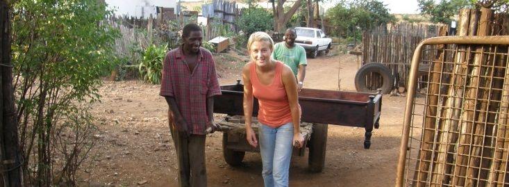 Helene Strøm-Rasmussen jobber med avfallshåndtering i Taveta i 2008