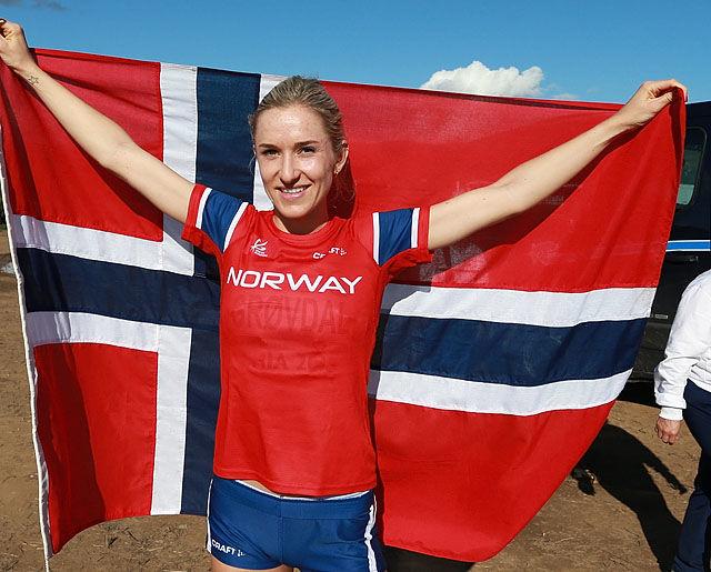Karoline kunne stolt vise frem det norske flagget som beste europeiske løper i dag