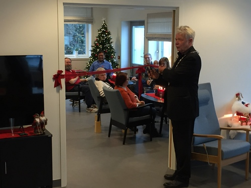 Ordfører Øivind Sand klipper snor.jpg