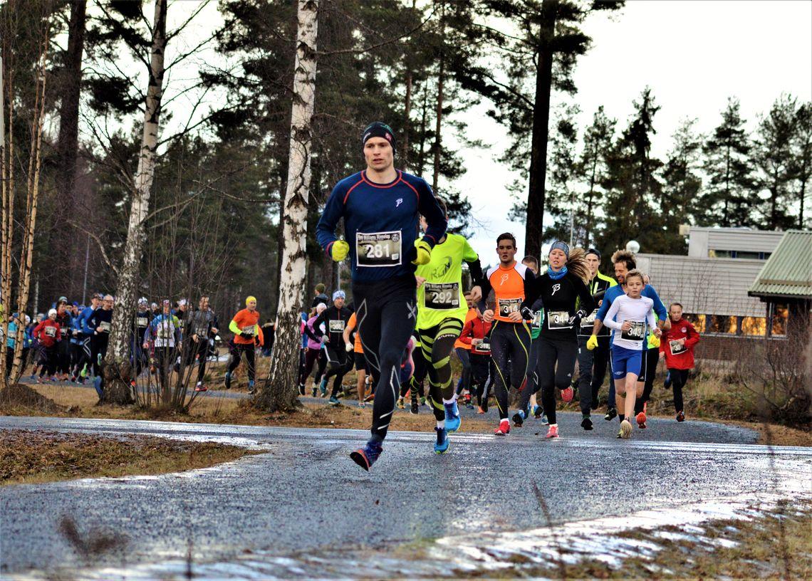 Lasse Blom tok teten rett etter start. I tredje posisjon ser vi Marte Pedersen som vant kvinneklassen (foto: Jan Rune Paulsen).