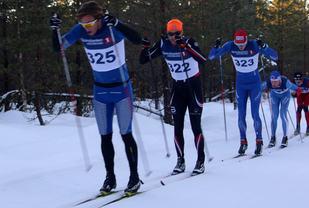 Teten 5 km ut i fjorårets renn der Christoffer Callesen drar foran Simen Engebretsen Nordli, Johan Edin, Fredrik Helgestad og Lars Bovold.