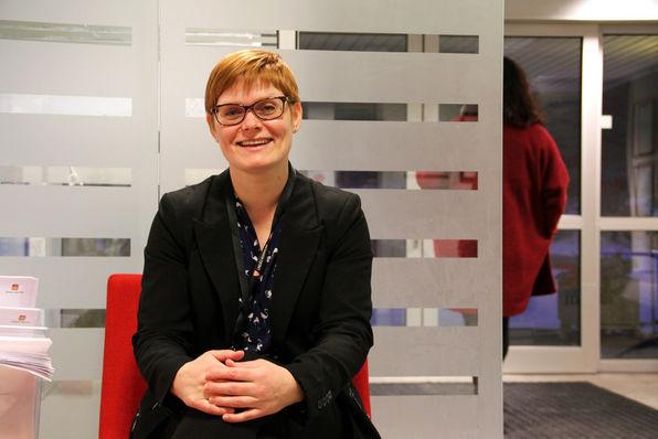 Kari Hesjedal er nytilsett avdelingsleiar for forvaltningskontoret, som handterer søknader om helse- og omsorgstenester i Lindås kommune.