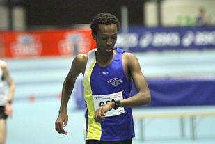 Abduljaleel Hir kan konstatere at han løper inn til førsteplass på 4,08.