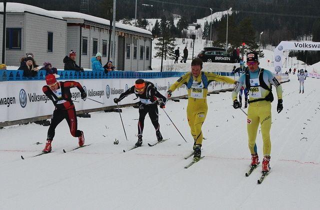 Vetle Thyli (til høyre) holdt unna for (fra v.) Øyvind Moen Fjeld, Vinjar Skogsholm og Harald Ihlebæk på oppløpet. (Foto: Finn Olsen)