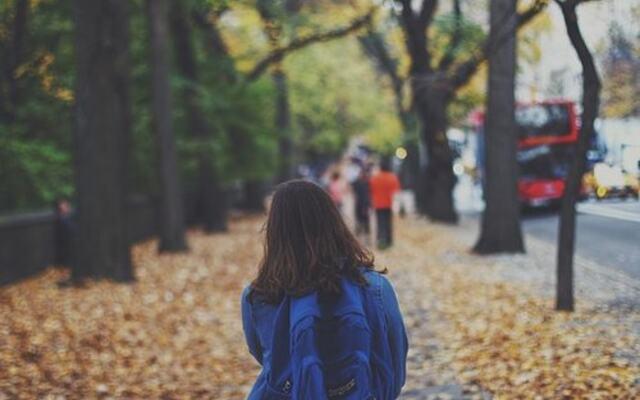 Bildet er hentet fra Pixabay.com - barn med ransel
