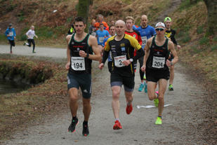 Jan Erik Wergeland(t.v), Thomas Hetland og Øystein Wergeland i tet etter 400m løping.   Foto: Lise B Hetland.