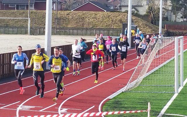 Startfeltet i Undheim Ultra og maraton 2017 - da var det ikke NM. (Foto: Arrangøren)