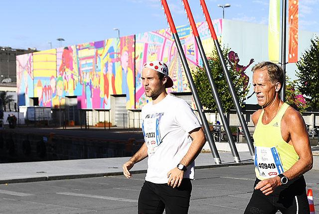 Her passerer løperne i Oslo Maraton 2016 med Skur 13 i bakgrunnen. Start og mål vil være ved Skur 13. Foto Bjørn Johannessen