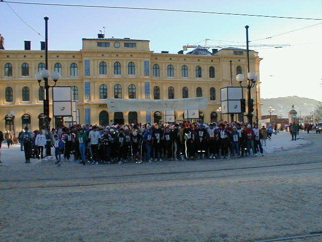 Starten gikk fra Jernbanetorget da det sist ble arrangert Nyttårsløp i Oslo i år 2000. Foto: Heming Leira