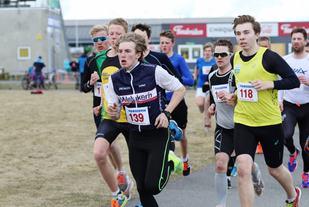 Starten på ett av heatene i UKI-karusellens første løp 2016. (Foto: Olav Engen)