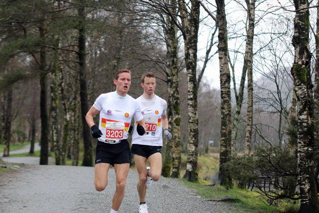 Gular-duoen Jens Bøhmer og Martin Finne i klar ledelse etter en drøy kilometer