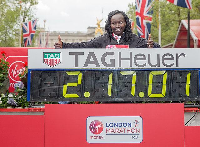 Nest best: Mary Keitany løp tidenes nest raskeste maraton i London etter en meget hard åpning. (Foto: Ben Queenborough/arrangøren)