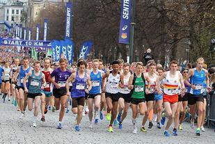Teten etter 100m i fjorårets Sentrumsløp. Foto: Kjell VIgestad