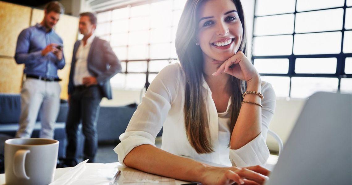 Kaffe gjør deg mer positiv på jobben