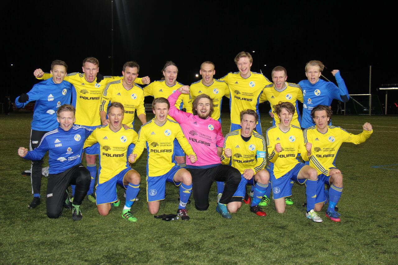 Jubelbilde serieåpning SarbFK2, seier 6-0