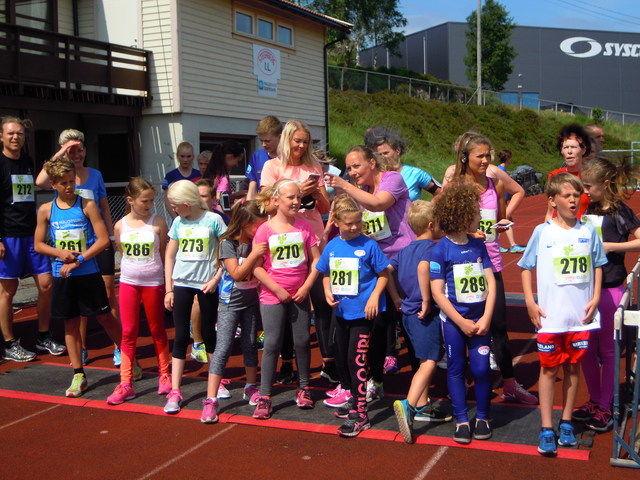 Fra et av banreløpene i 2016. Hele 97 barn deltok i barneløpene i fjor. Foto: Gisle Sellevold.
