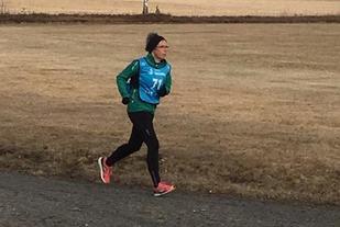 Mona Sundeng Enger i aksjon på 800 m. (Foto: Gunn Helen Kjensmo)