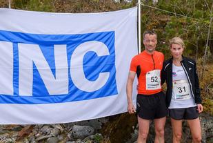 Gisle Skjølberg, Bremanger IL og Pia Kloster, Gular IL gikk til topps på halvmaraton-distansen under Eikefjord Halvmaraton lørdag 13. mai. (Foto: Ronny Osland)
