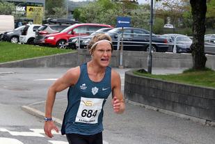 Sondre Øvre-Helland på vei mot seier i Åsaneløpet