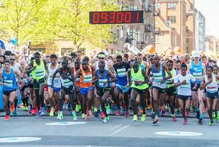Klokka halv ti søndag formiddag la maratonfeltet av gårde. (Foto: arrangøren)