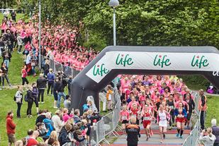 Bilde fra starten i fjorårets løp. (Foto: Arrangøren)