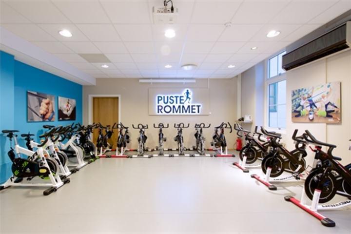 Et Pusterom er et trenings- og aktivitetssenter på sykehuset som tilbyr tilpasset fysisk aktivitet til kreftpasienter under og etter behandling.